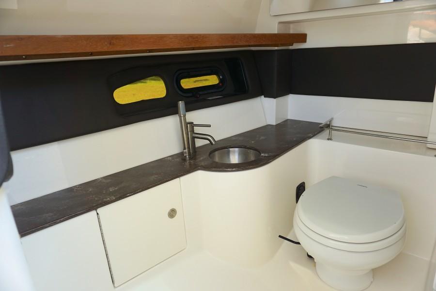 2017 35 Sea Ray 350 SLX The Angelique Head Compartment