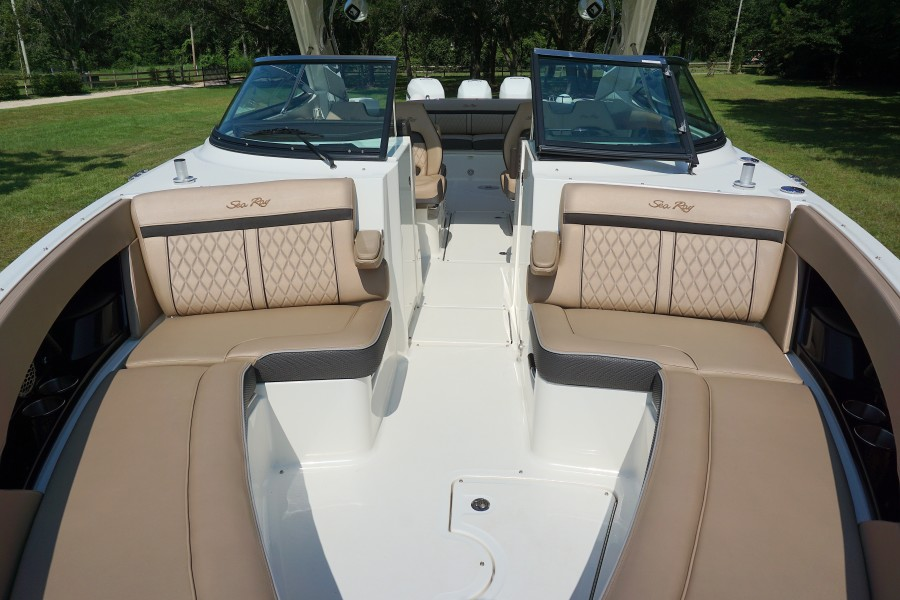 2017 35 Sea Ray 350 SLX The Angelique Bow Seating (1)