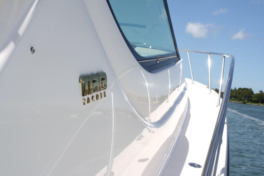 2009 Tiara 4300 Sovran Deck