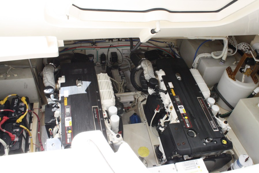 2009 Tiara 4300 Sovran Engine Room