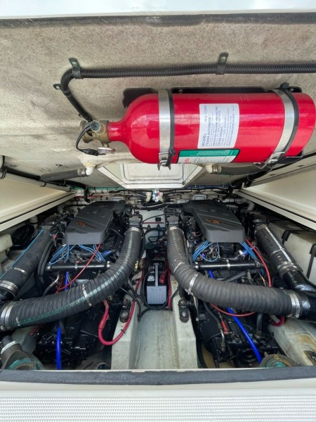 2000 Pursuit 3000 Express - Lucky Dawg - Engine Room