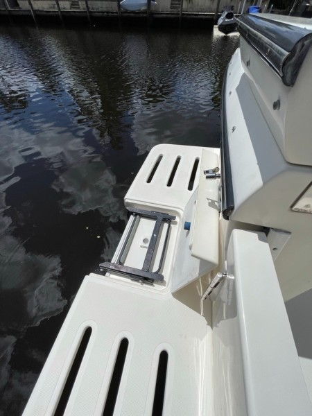 2000 Pursuit 3000 Express - Lucky Dawg - Transom