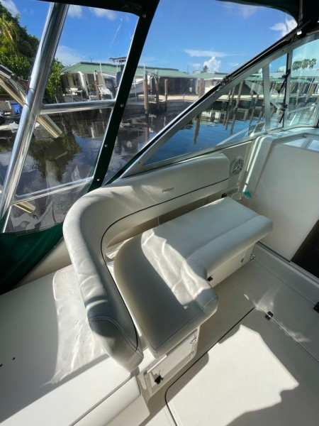2000 Pursuit 3000 Express - Lucky Dawg - Port Side Seating