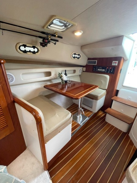 2000 Pursuit 3000 Express - Lucky Dawg - Dinette