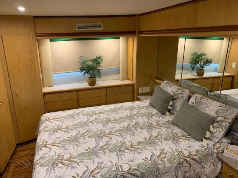 1996 46 Carver 455 Motor Yacht LA Breeze Master Stateroom