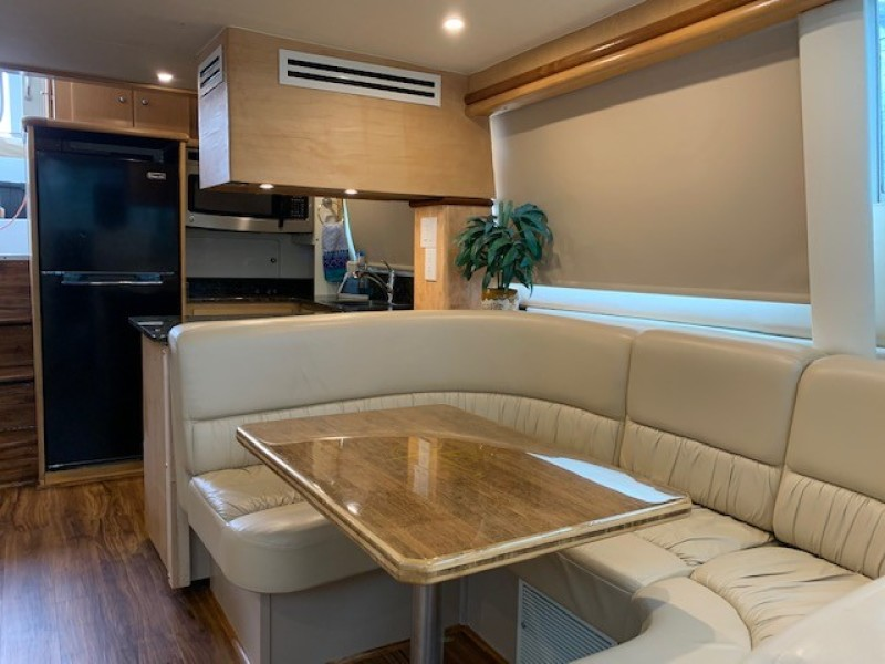1996 46 Carver 455 Motor Yacht LA Breeze Salon (5)
