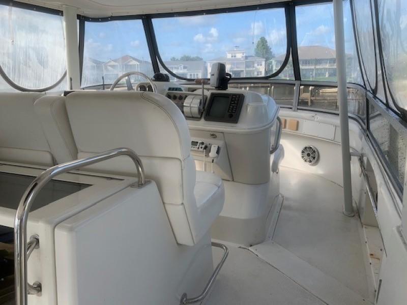 1996 46 Carver 455 Motor Yacht LA Breeze Upper Helm