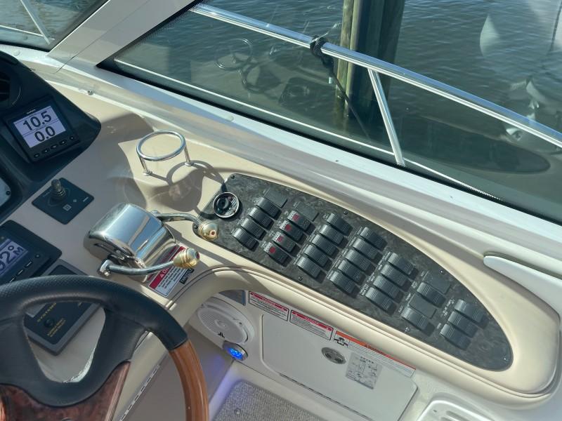 2007 52 Sea Ray Sundancer - Chillin Like Magellin - Helm Controls