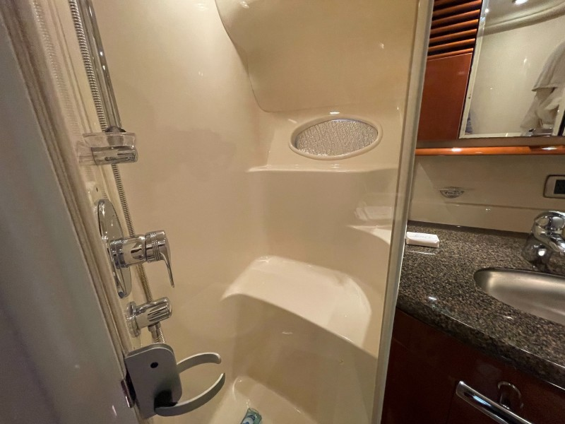 2007 52 Sea Ray Sundancer - Chillin Like Magellin - Master Stateroom Shower Stall