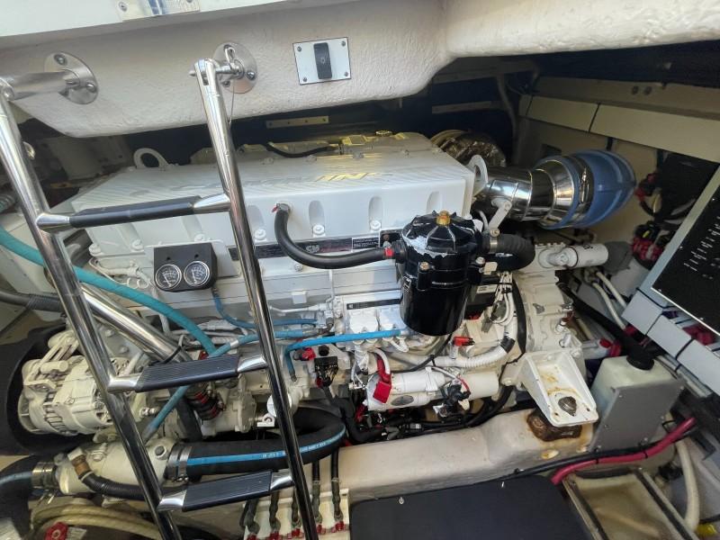 2007 52 Sea Ray Sundancer - Chillin Like Magellin - Engine Room Access