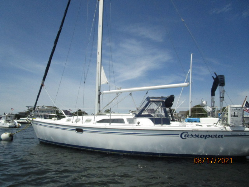 34' Catalina port aft profile