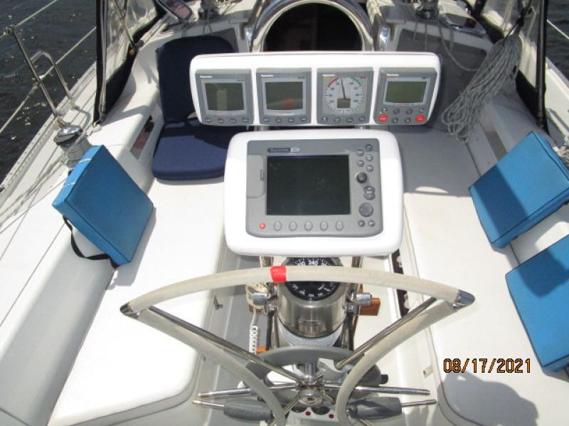 34' Catalina cockpit helm