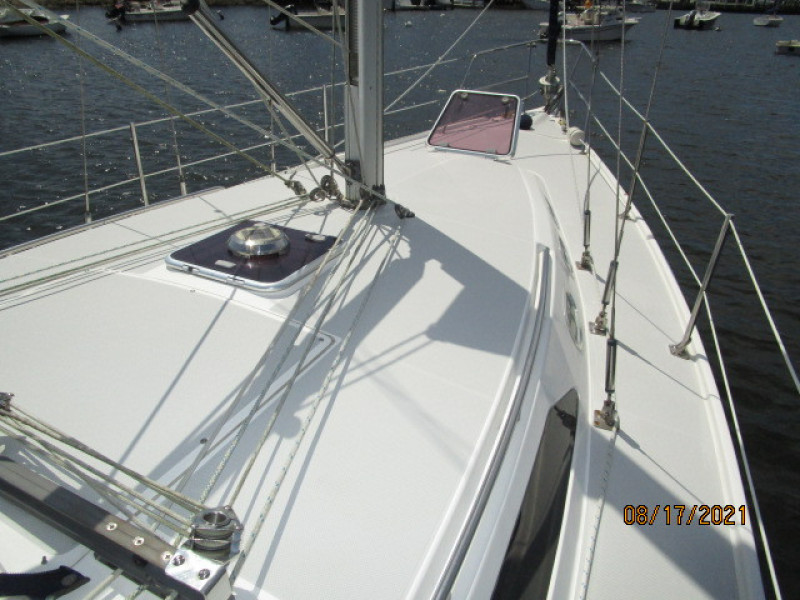 34' Catalina foredeck