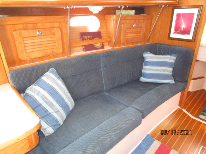 34' Catalina salon port benchseat/berth