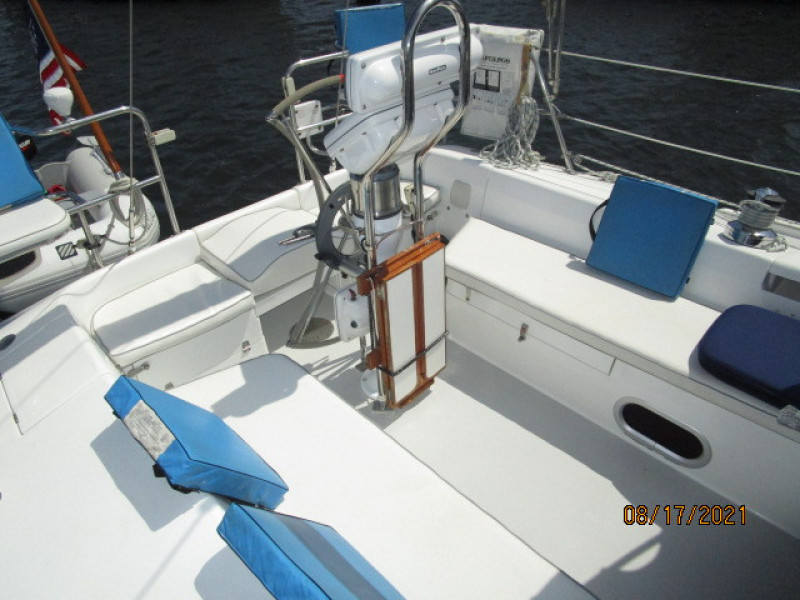 34' Catalina cockpit