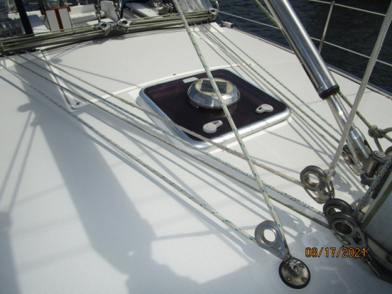 34' Catalina lines leading aft