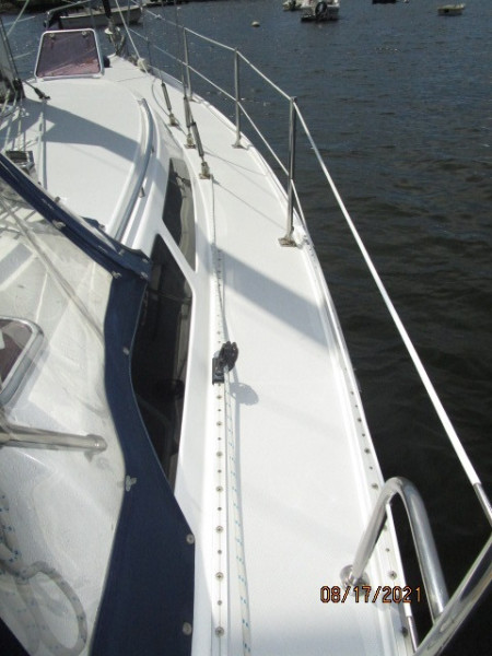34' Catalina starboard side deck