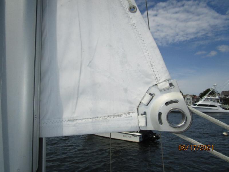 34' Catalina mainsail clew