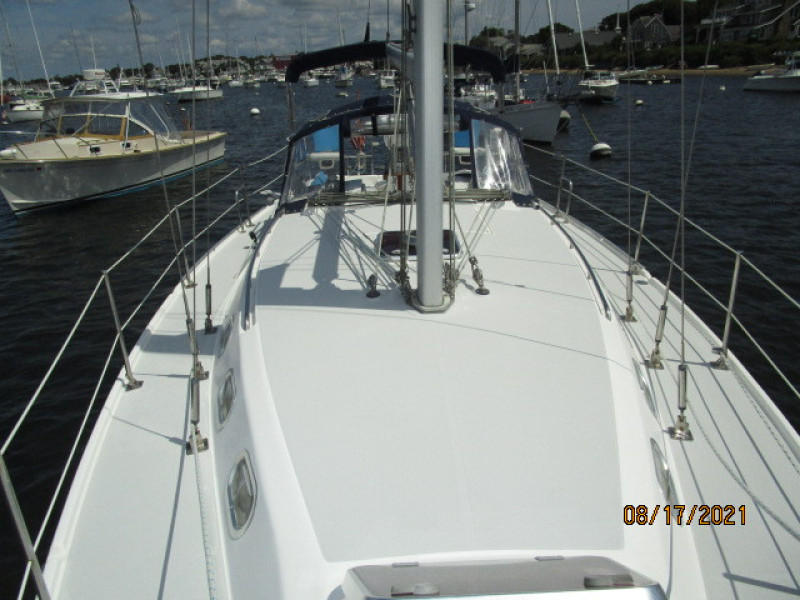 34' Catalina foredeck aft