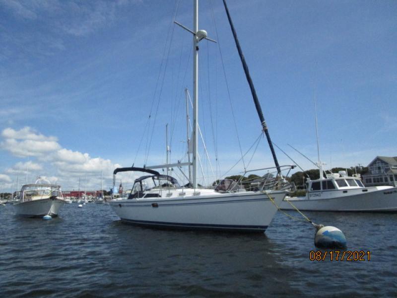 34' Catalina starboard forward profile2