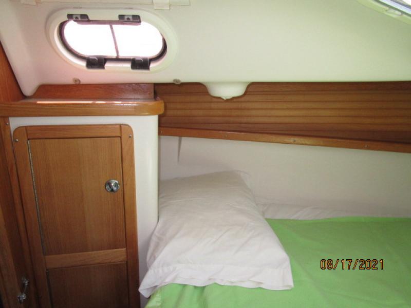 34' Catalina forward stateroom port
