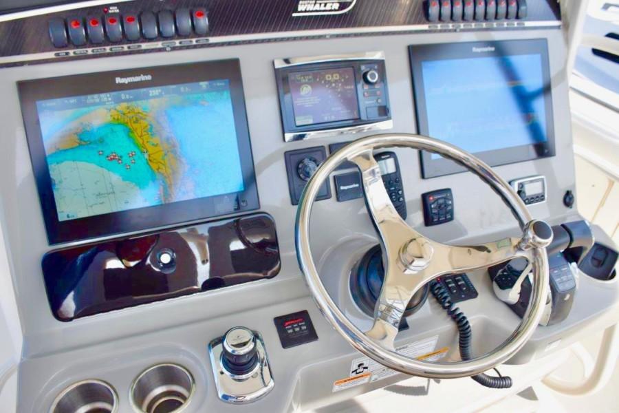 Raymarine Hybrid multifunction screens