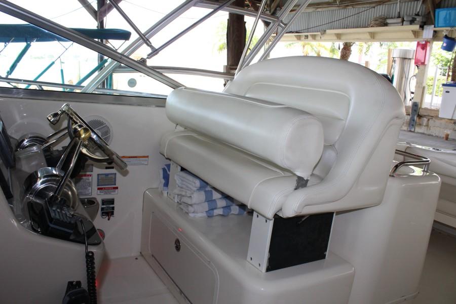 2007 29 Sea Ray Amberjack - Serenity Now - Helm Bolster Seat
