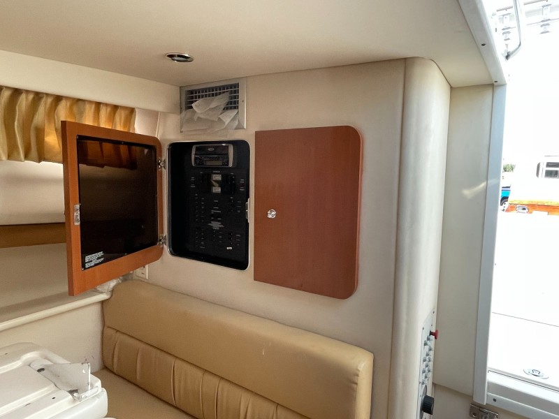 Dinette to Starboard and Cabinetry