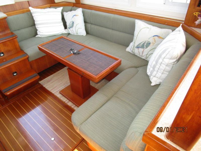43' Mainship salon settee