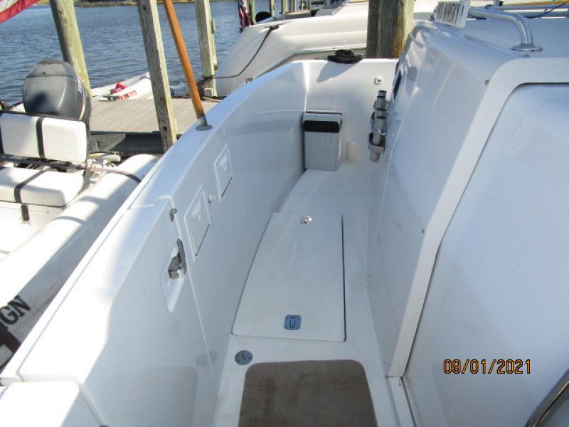 43' Mainship aftdeck port