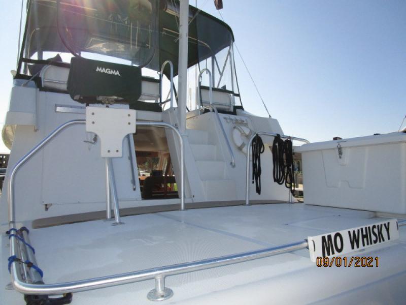 43' Mainship trunk cabin forward