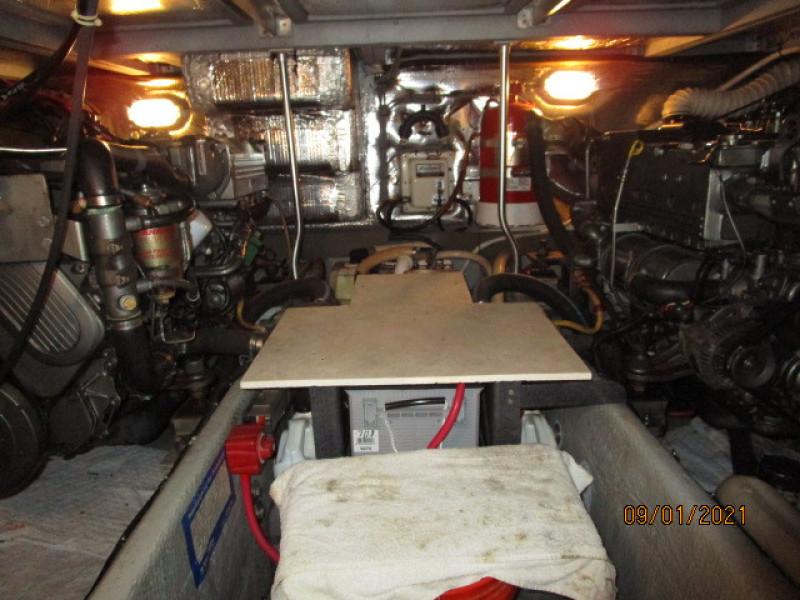 43' Mainship engine room