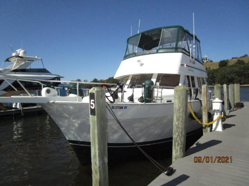 43' Mainship port forward profile
