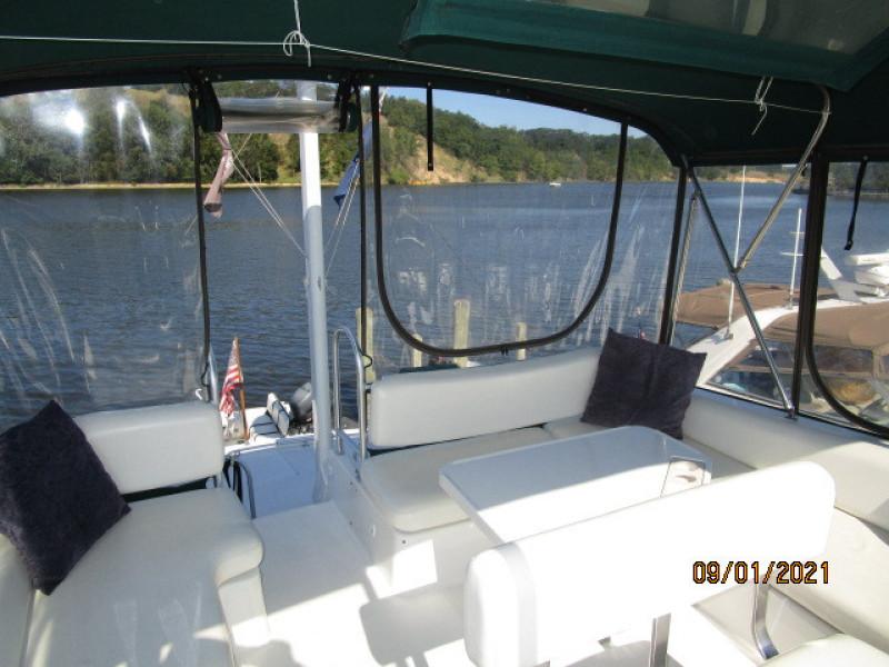 43' Mainship flybridge aft