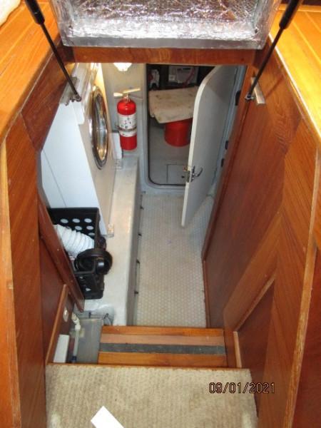 43' Mainship engine room entrance