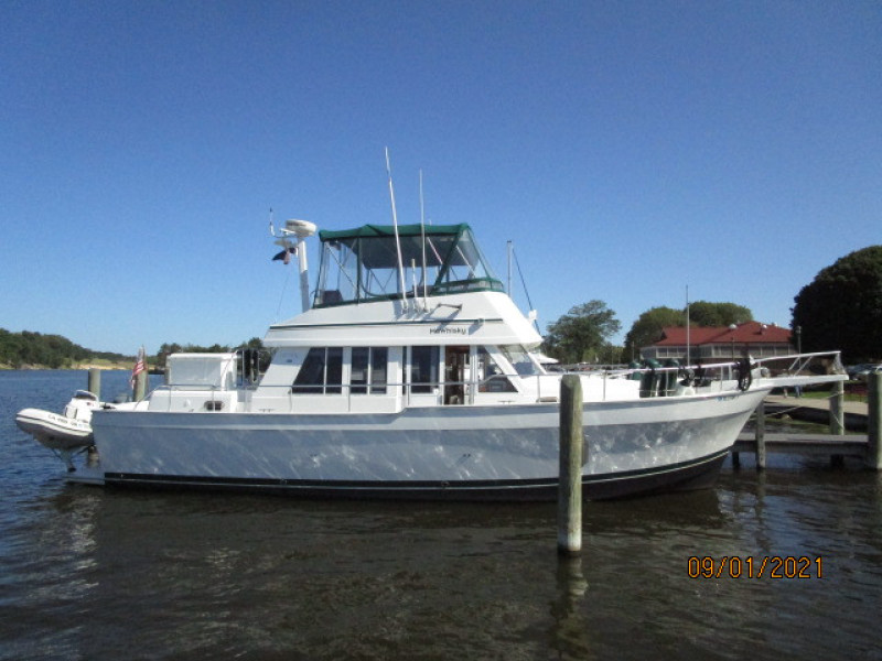 43' Mainship starboard profile