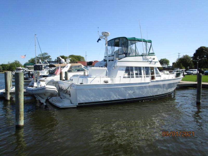 43' Mainship starboard aft profile