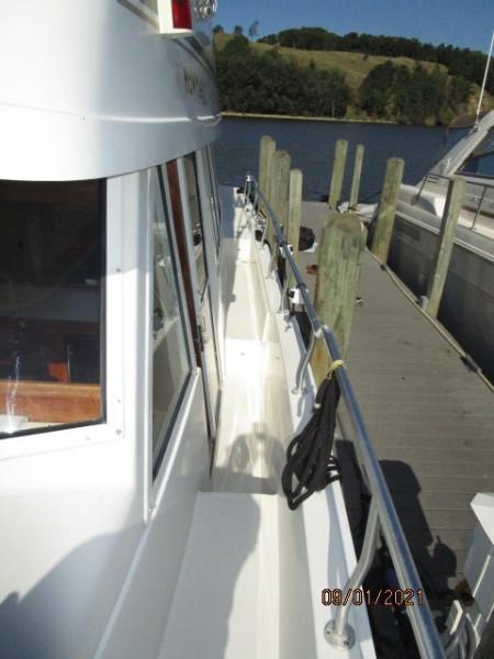 43' Mainship port side deck1