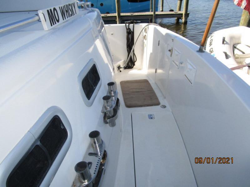 43' Mainship aftdeck starboard