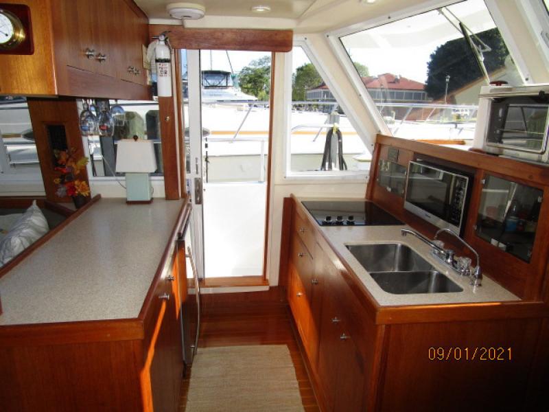 43' Mainship galley2