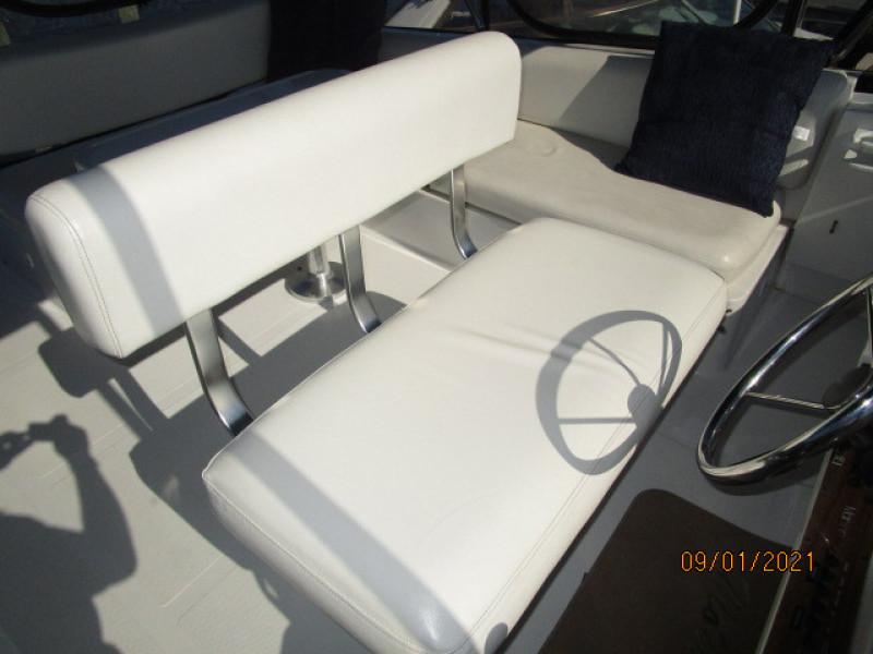 43' Mainship flybridge helmseat