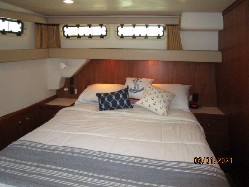 43' Mainship master stateroom port