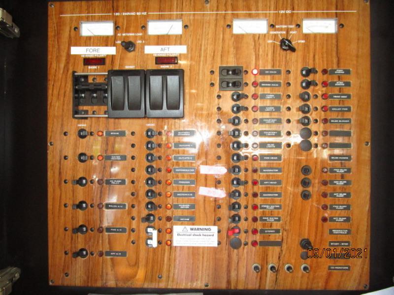 43' Mainship electrical panel
