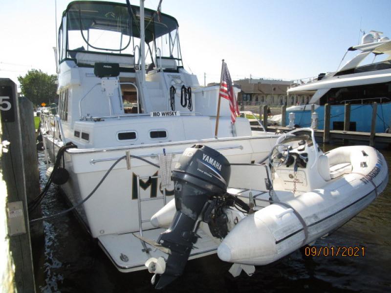 43' Mainship aft profile