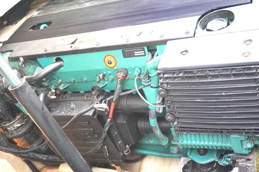 2005 37 Formula 37 PC No Name Stbd Engine (2)