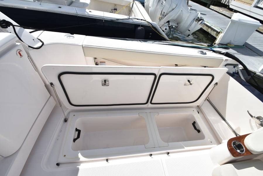 2019 Tiara Yachts 39 - Storage