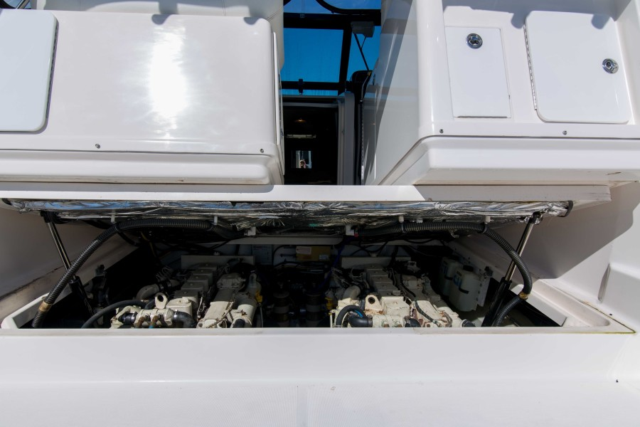 Tiara 31 - Playing Hooky III - Engine Compartment