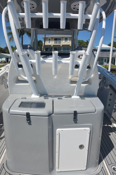 Tidewater 320 CC - tackle center