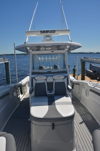Tidewater 320 CC - console seating