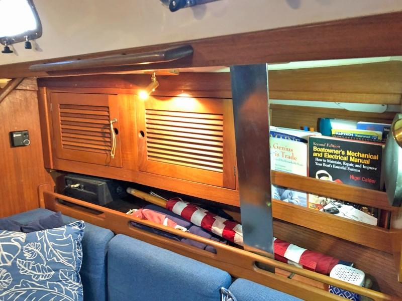 Salon Storage, Outboard
